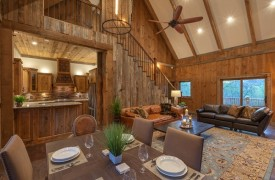A Mayfly Lodge & Treehouse | Cabin Rentals of Georgia | High Ceilings