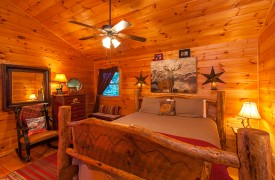 All Inspired Lodge | Cabin Rentals of Georgia | Upper Level King Suite