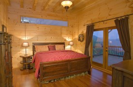 Outlaw Ridge | Cabin Rentals of Georgia | Main Level Master King Suite