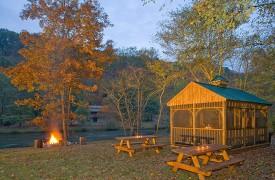 A Rolling River Cabin | Cabin Rentals of Georgia | Picnic Area