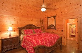 Outlaw Ridge | Cabin Rentals of Georgia | Terrace Level King Suite