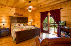Fallen Timber Lodge | Cabin Rentals of Georgia | Main Level Master Suite