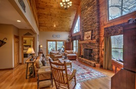 Toccoa Tails | Cabin Rentals of Georgia | Gorgeous Great Room