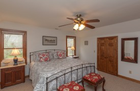 Toccoa Tails   Cabin Rentals of Georgia   Upper King Bedroom