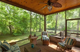 Toccoa Tails | Cabin Rentals of Georgia | Screened-In Sun Room