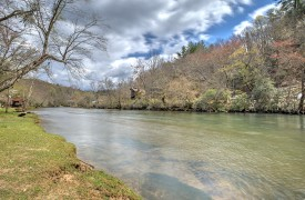 Toccoa Tails   Cabin Rentals of Georgia   Peaceful Toccoa River